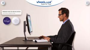 hombre sentado con lentes varilux