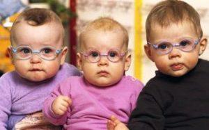 imagen niños con gafas