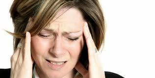imagen mujer con migraña